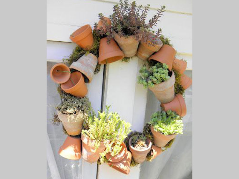This topsy turvy planter can support multiple plants of your liking while forming a wreath like ornament to your door. It looks classy and eclectic and enhances the beauty of your home.
